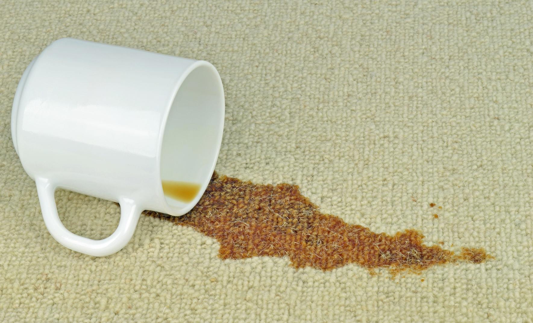 Чем вывести пятно от кофе с мебели фото